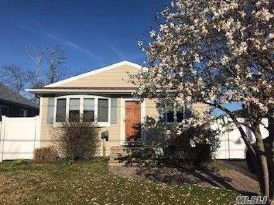 Amity Harbor NY Single Family Home For Sale: $389,000
