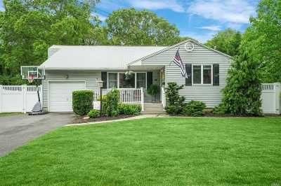 Sayville Single Family Home For Sale: 21 Ronald Ln