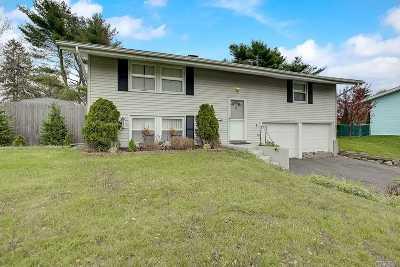 Islandia Single Family Home For Sale: 47 Scotchpine Dr