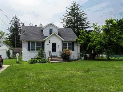 Smithtown Single Family Home For Sale: 56 Waverly Ave