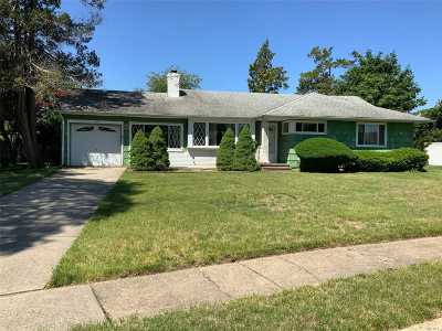 Westbury Single Family Home For Sale: 1957 Lincoln Ct