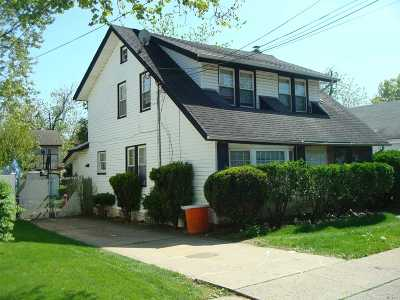 Freeport Single Family Home For Sale: 127 Pearsall Ave