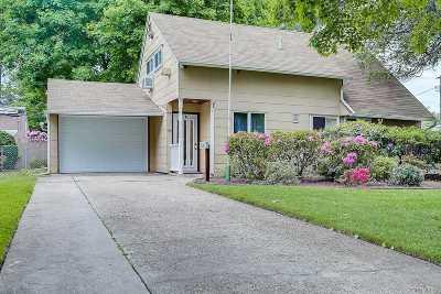Hicksville Single Family Home For Sale: 10 Bird Ln