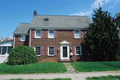W. Hempstead Single Family Home For Sale: 114 Stratford Rd
