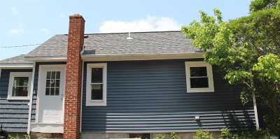 Patchogue Single Family Home For Sale: 43 Dahlia St