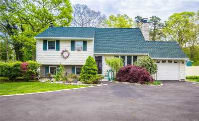 Central Islip Single Family Home For Sale: 1215 Connetquot Ave