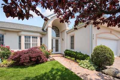 Melville Condo/Townhouse For Sale: 276 Altessa Blvd