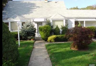 Levittown Single Family Home For Sale: 9 Hollow Ln