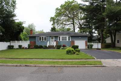 Smithtown Single Family Home For Sale: 4 Barton Ln