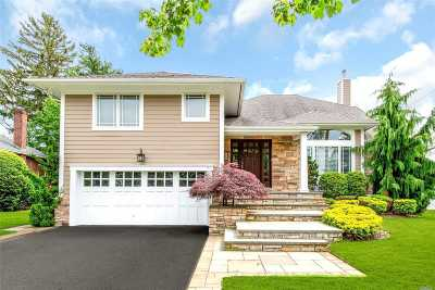 Syosset Single Family Home For Sale: 7 Coventry Rd