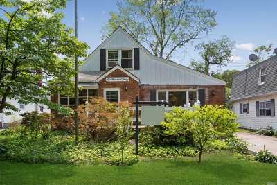 Floral Park Single Family Home For Sale: 240 Floral Pky