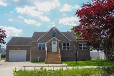Lindenhurst Single Family Home For Sale: 25 Surf Rd