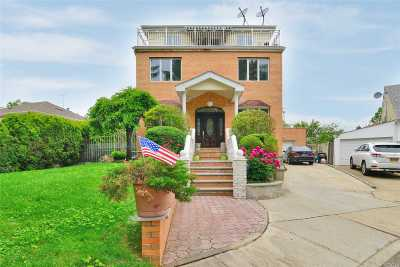 Little Neck Single Family Home For Sale: 259-03 62 Ave