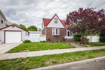 Hewlett Single Family Home For Sale: 82 Sheridan Ave