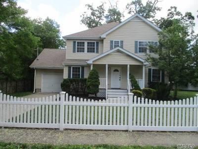 Massapequa Single Family Home For Sale: 102 Clocks Blvd