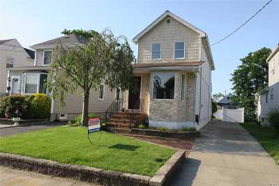 Single Family Home For Sale: 15 Davis St