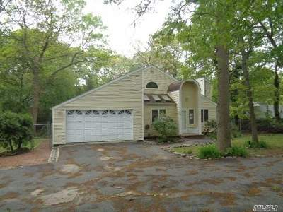 Farmingville Single Family Home For Sale: 16 Foxboro Ave