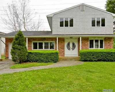 Dix Hills Single Family Home For Sale: 120 Truxton Rd