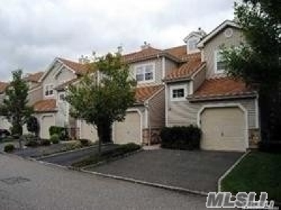Plainview Condo/Townhouse For Sale: 39 Carriage Ln