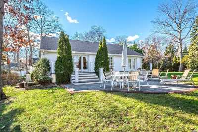 Centerport Single Family Home For Sale: 38 Ridgefield Rd