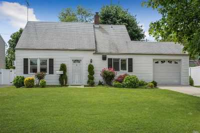 Levittown Single Family Home For Sale: 24 Cotton Ln