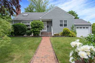 Wantagh Single Family Home For Sale: 3307 Seneca Pl