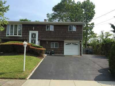Holbrook Single Family Home For Sale: 22 Tarkington Rd