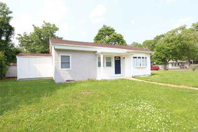 Amityville Single Family Home For Sale: 28 Ronek Dr