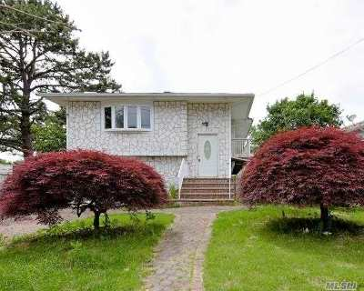 Bay Shore Single Family Home For Sale: 1764 Stein Dr