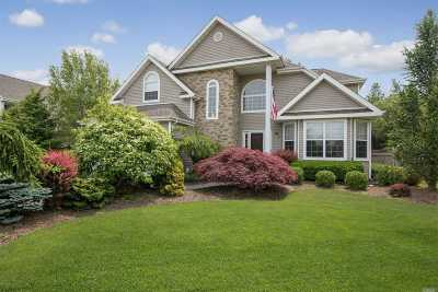 Holtsville Single Family Home For Sale: 117 Summerfield Dr