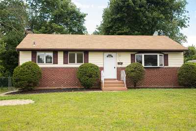 Bay Shore Single Family Home For Sale: 1222 Brookdale Ave