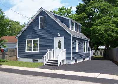 Bay Shore Single Family Home For Sale: 65 Center Ave