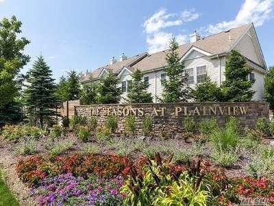 Plainview Condo/Townhouse For Sale: 83 Autumn Dr