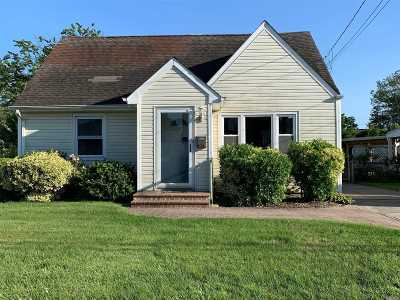 Plainview Single Family Home For Sale: 65 Nassau Ave