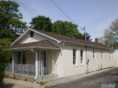 Brentwood Single Family Home For Sale: 955 Suffolk Ave