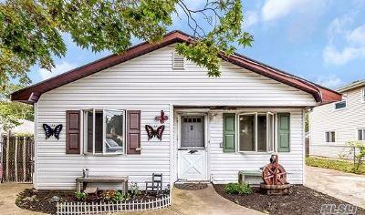 Shirley Single Family Home For Sale: 2 Ashwood Dr