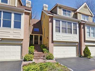 Smithtown Condo/Townhouse For Sale: 47 Willow Ridge Dr