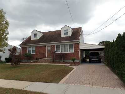 N. Massapequa Single Family Home For Sale: 250 N Cedar St