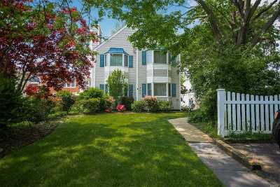 West Islip Single Family Home For Sale: 808 W Bay Dr