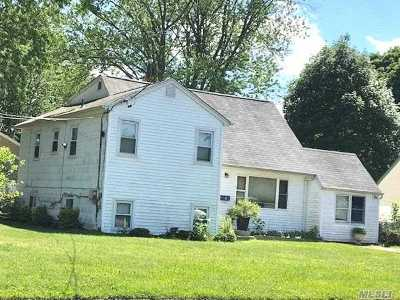 Bay Shore Single Family Home For Sale: 2 Birch Pl