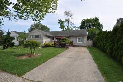 Bethpage Single Family Home For Sale: 68 Cheshire Rd