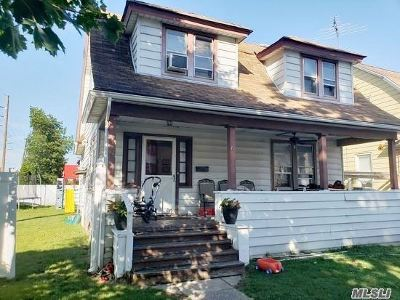 Woodmere Single Family Home For Sale: 78 Hartwell Pl