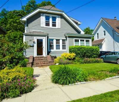 Lynbrook Single Family Home For Sale: 67 Rolling St