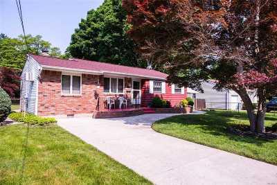 Bay Shore Single Family Home For Sale: 1548 N Gardiner Dr
