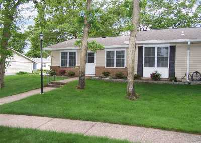 Ridge Condo/Townhouse For Sale: 412 Weymouth Ct #A