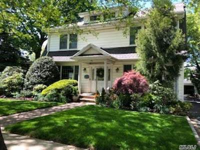 Lynbrook Single Family Home For Sale: 9 Berry St