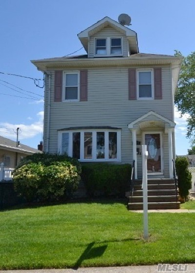 N. Massapequa Single Family Home For Sale: 212 N Idaho Ave