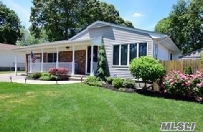Hauppauge Single Family Home For Sale: 24 Calico Tree Rd