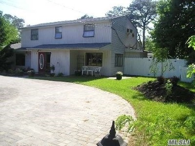 Centereach Single Family Home For Sale: 98 N Coleman Rd