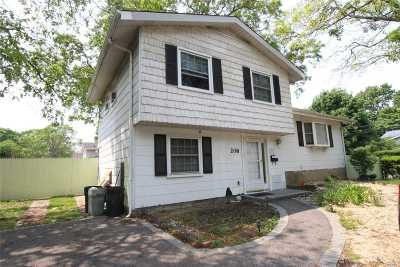 Brentwood Single Family Home For Sale: 208 Broadway